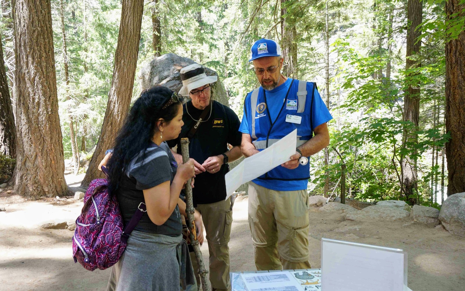 A 2019 Conservancy volunteer shares information with hikers at a Preventive Search and Rescue station.