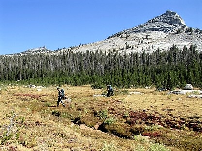 WildLink students backpacking through the Yosemite high country during a five-day expedition.